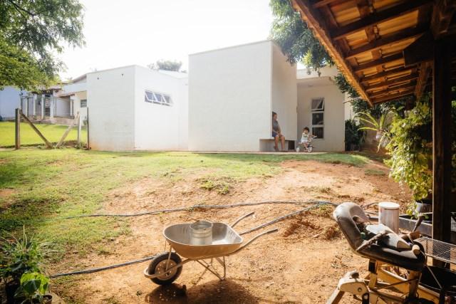 Modern home minimalist style with garden (5)