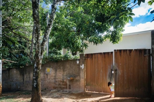 Modern home minimalist style with garden (6)