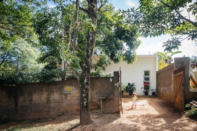 Modern home minimalist style with garden (7)