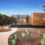 บ้านโมเดิร์นรูปทรงกล่อง 2 ห้องนอน โดดเด่นด้วยโครงสร้างเหล็ก พร้อมเฉลียงขนาดใหญ่