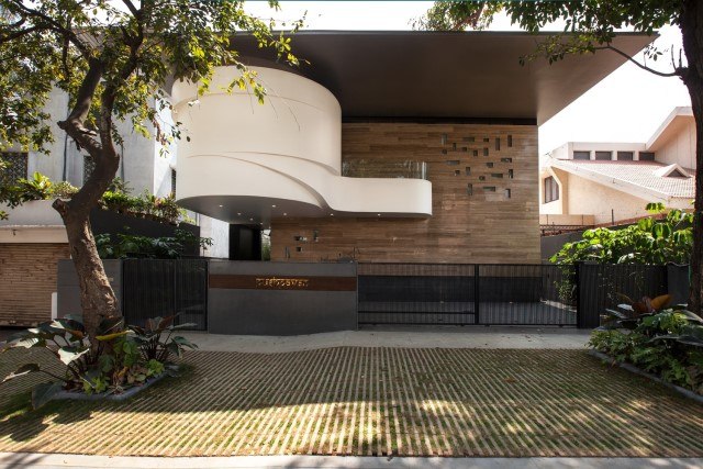 Modern house Beautiful shapes decorated with natural (2)