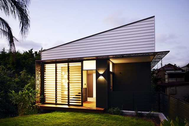 Modern house Small size and nature (9)