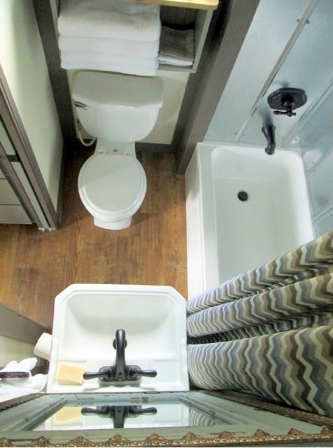 Modern house metalsheet design with 1 bedroom (10)
