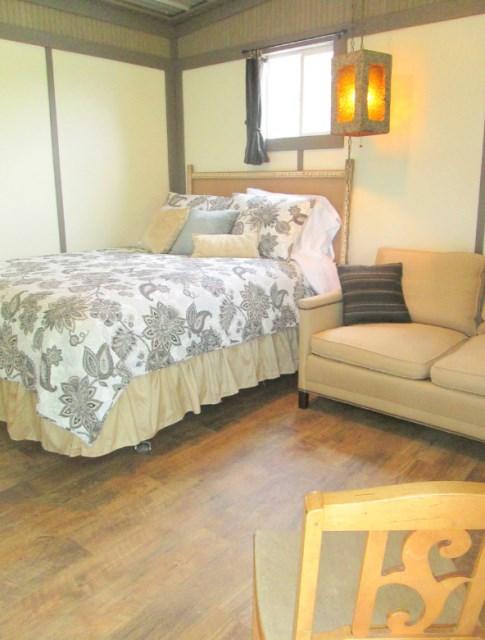 Modern house metalsheet design with 1 bedroom (7)