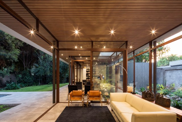 Modern house modern materials between nature (1)