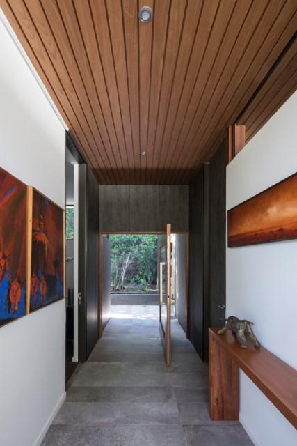 Modern house modern materials between nature (10)