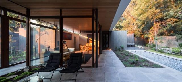 Modern house modern materials between nature (12)