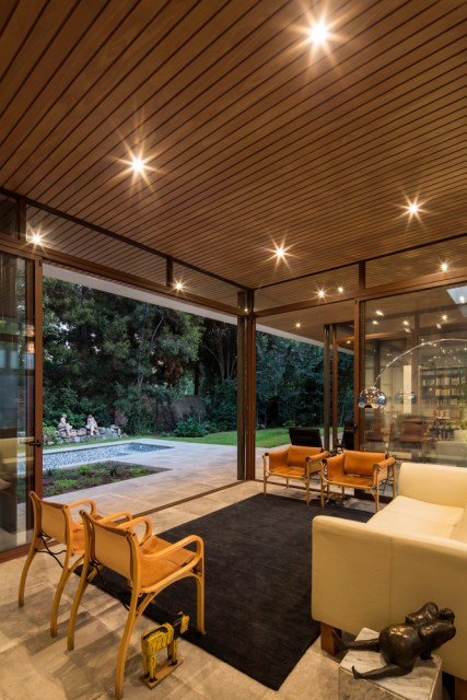 Modern house modern materials between nature (2)