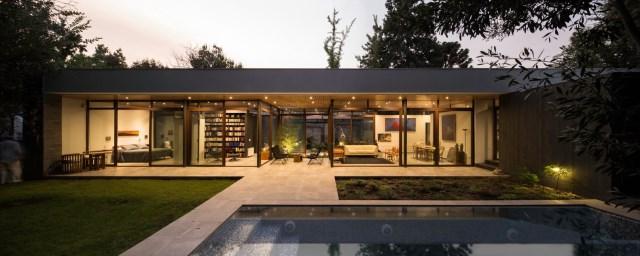Modern house modern materials between nature (4)