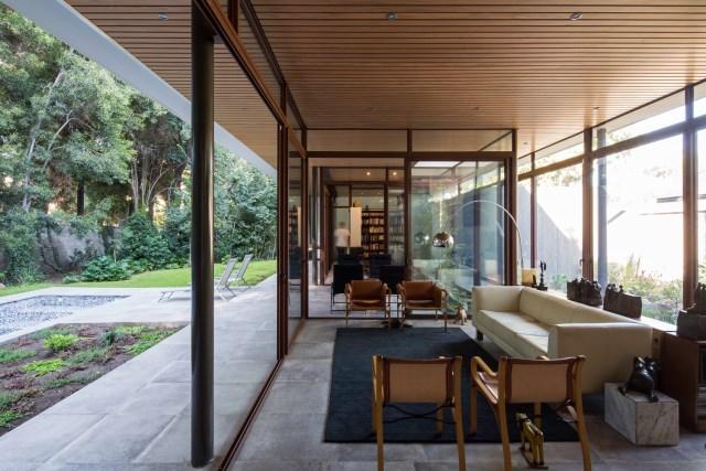 Modern house modern materials between nature (6)