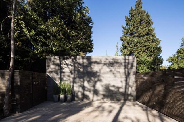 Modern house modern materials between nature (9)