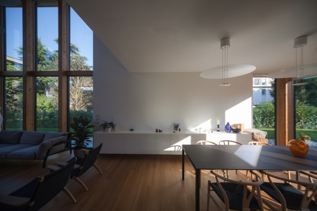 Modern house relaxation area nature nestling (11)