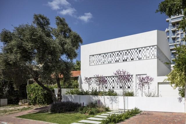 Modern house white tone (11)
