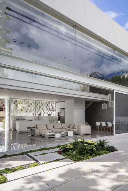 Modern house white tone (2)