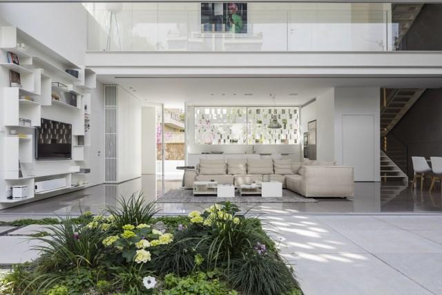 Modern house white tone (4)