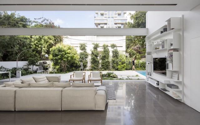 Modern house white tone (5)