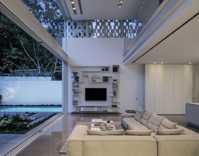 Modern house white tone (7)