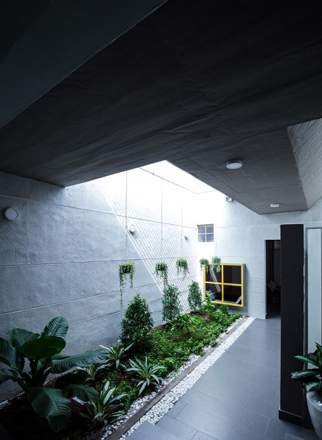 Modern large house with natural decorations (1)