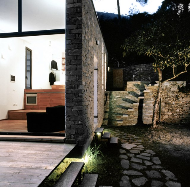 Modern villa house small and compact on the hill (6)