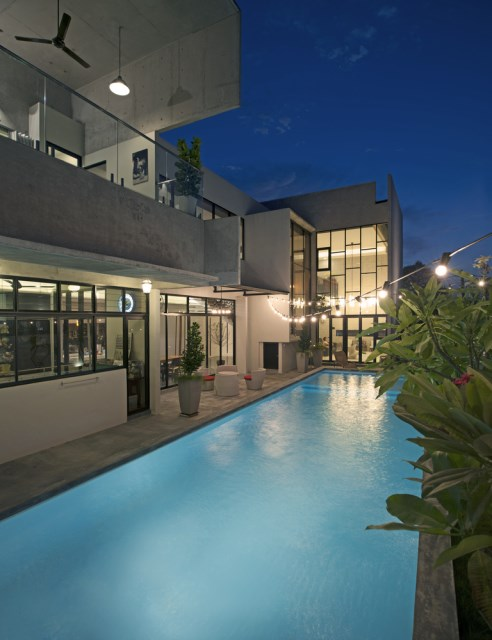 Modern villas with swimmimg pool Decoratedcement and wood (27)