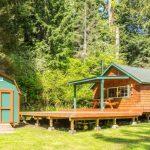 บ้านสวนสไตล์คอทเทจ ตกแต่งด้วยไม้ มาพร้อมเฉลียงขนาดใหญ่ รองรับการใช้ชีวิตที่อิงแอบธรรมชาติ