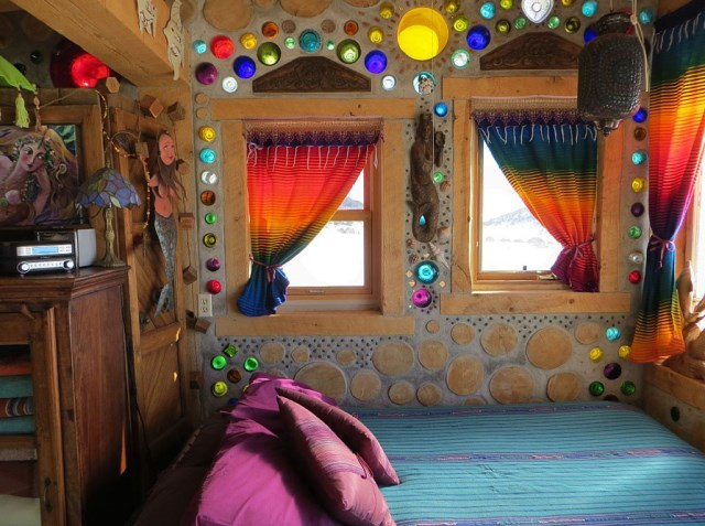cabin houses small bedroom from recycled glass bottles (1)