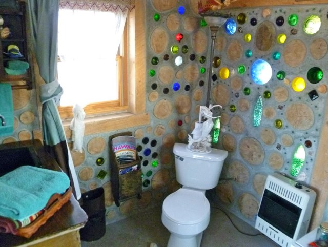 cabin houses small bedroom from recycled glass bottles (5)