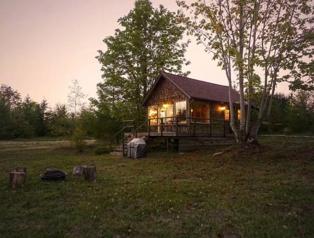 compact cabin cottage platform house (1)