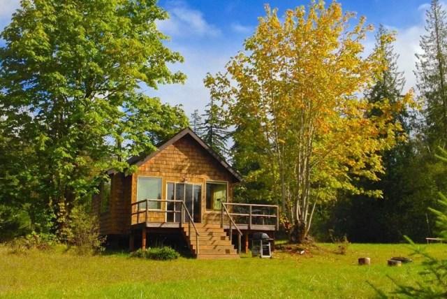 compact cabin cottage platform house (12)
