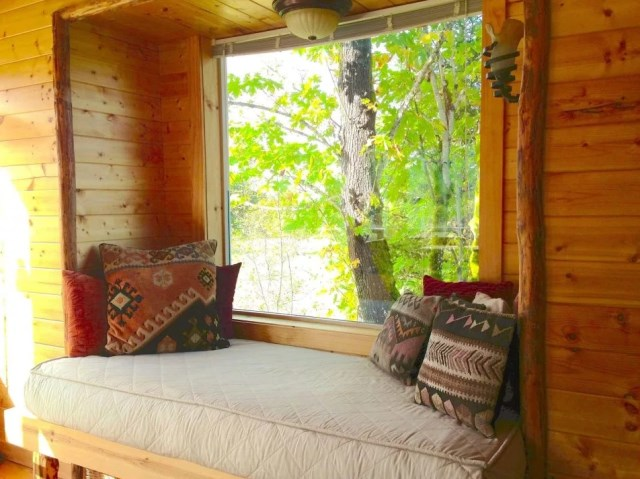 compact cabin cottage platform house (14)