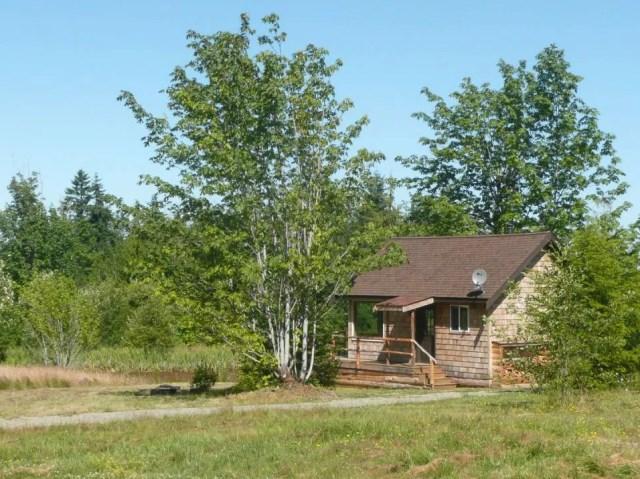 compact cabin cottage platform house (16)