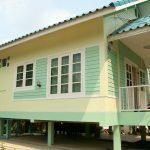 Review : บ้านสีเขียว ยกพื้นสูง มีใต้ถุน อบอุ่น เรียบง่าย ในงบประมาณไม่ถึง 6 แสนบาท