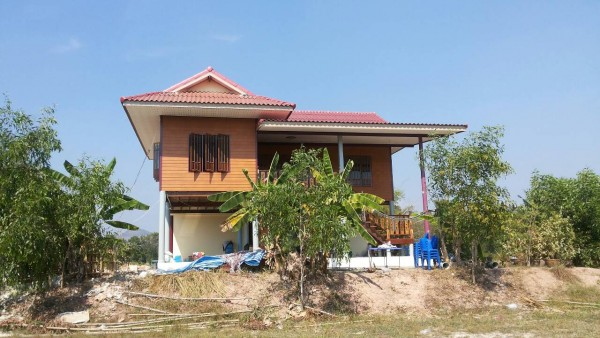 half wood half concrete thai rural house (1)