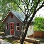 บ้านกระท่อมขนาดเล็ก ยกพื้นพองาม หลังคาทรงจั่ว อยู่ในงบ 2 แสนบาท