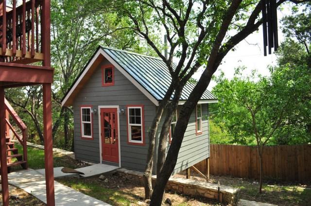 platform Cottages small in garden (4)