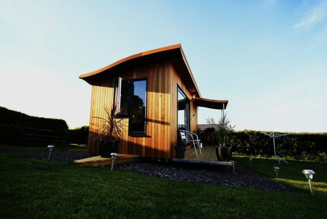 small cabins House style Decorated with wood and steel frame (7)
