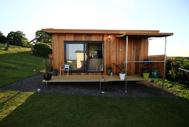 small cabins House style Decorated with wood and steel frame (8)
