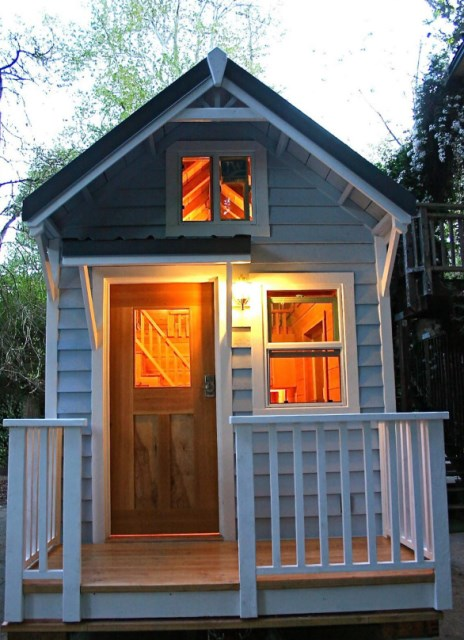 small cottage House Designed with balcony (4)