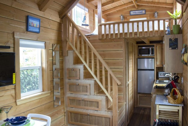 small cottage House Designed with balcony (7)