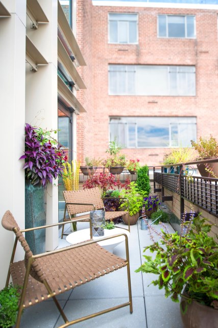 small-yard-balcony-and-roof-design-ideas (1)