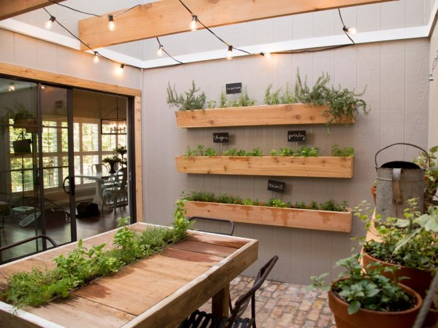 small-yard-balcony-and-roof-design-ideas (10)