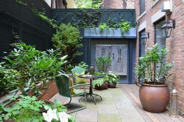 small-yard-balcony-and-roof-design-ideas (17)