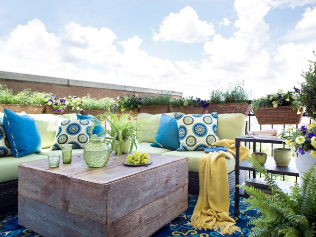 small-yard-balcony-and-roof-design-ideas (4)