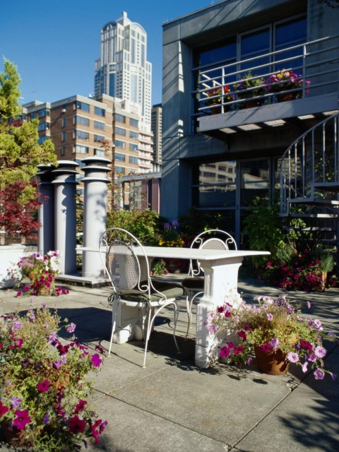 small-yard-balcony-and-roof-design-ideas (6)