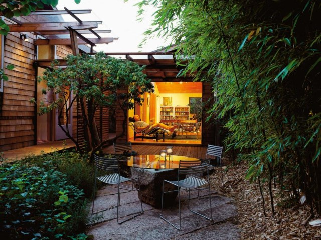 small-yard-balcony-and-roof-design-ideas (7)
