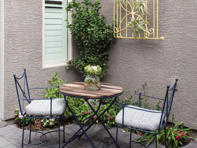 small-yard-balcony-and-roof-design-ideas (9)