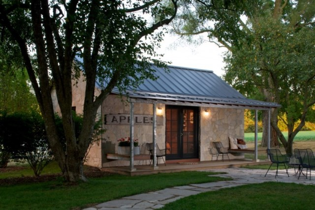 stone cottage house 1 bedroom wooden decor (3)