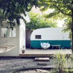 บ้านสวนขนาดเล็ก ภายในแบบบ้านสตูดิโอ โดดเด่นด้วยการประยุกต์จากรถบ้าน และเฉลียงพักผ่อนขนาดใหญ่