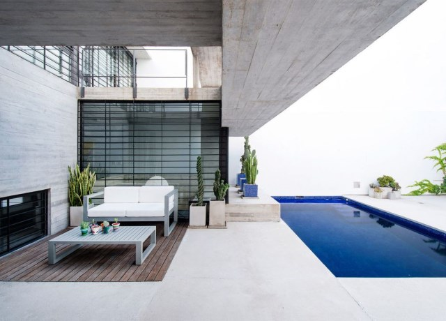 two-story Modern house decorated with cement With swimming pool (1)