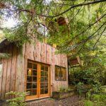 บ้านคอทเทจสองชั้น ตกแต่งด้วยไม้ทั้งหลัง เหมาะกับบ้านสวน รวมทั้งบ้านตากอากาศ